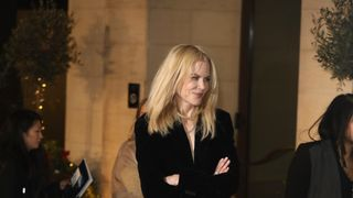 Lion star Nicole Kidman seemed to struggle with the London winter arriving at the ceremony