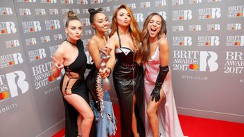 Little Mix hold their the award for British Single