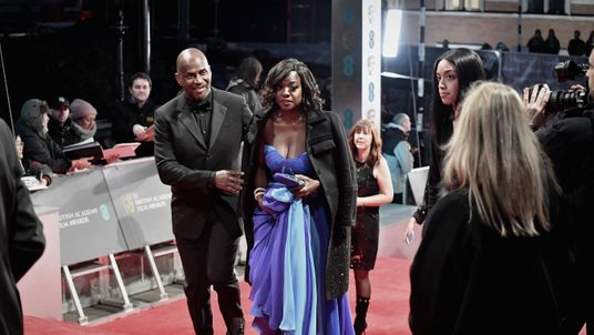 Fences actress Viola Davis, like many other stars, defied the bitter cold weather with a strapless gown. She picked up an award for best supporting actress