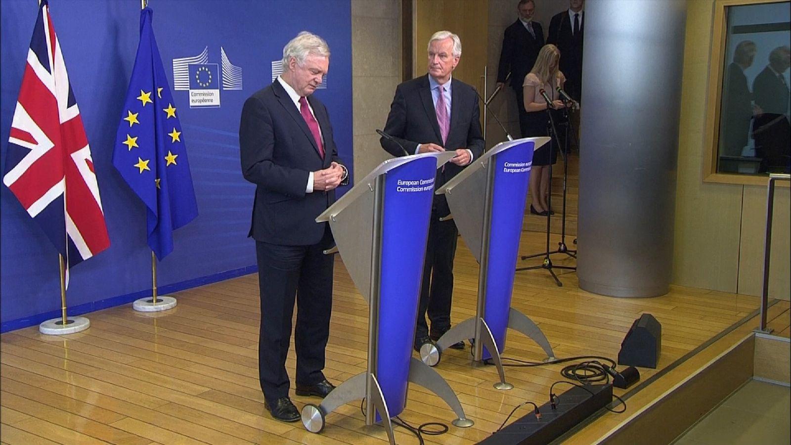 Brexit Secretary David Davis (L) and the EU chief negotiator Michel Barnier