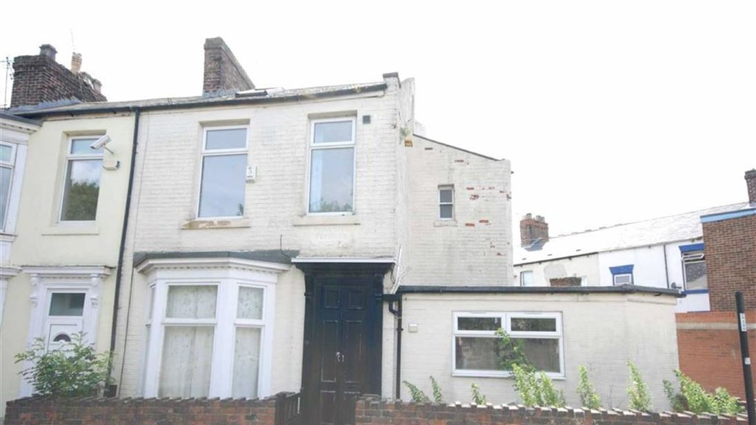 This house could be snapped up for £1. Pic: Andrew Craig/Agents Property Auction