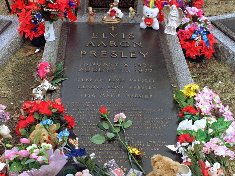 Elvis Presley Grave