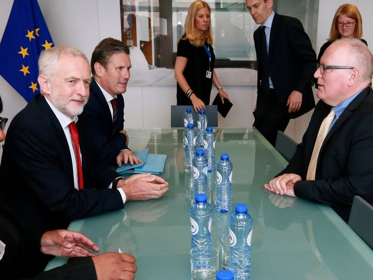 Jeremy Corbyn (L) and Keir Starmer