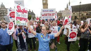 Nurses protest against public sector pay cap