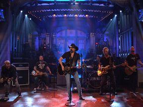 Jason Aldean covered Tom Petty's I Won't Back Down. Pic: Saturday Night Live