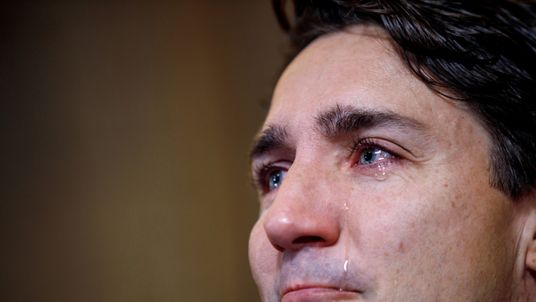 Justin Trudeau weeps as he talks about Tragically Hip singer Gord Downie