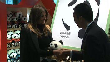 Melania Trump visited the pandas at Beijing Zoo