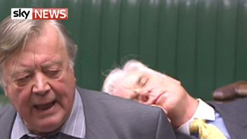 Desmond Swayne MP drops off during a debate in the Commons