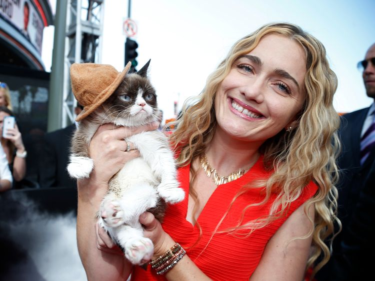 Grumpy Cat arrives with his owner Tabatha Bundesen at the 2014 MTV Movie Awards in Los Angeles, California April 13, 2014