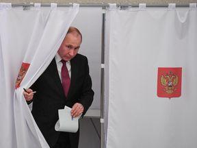 Vladimir Putin at polling station