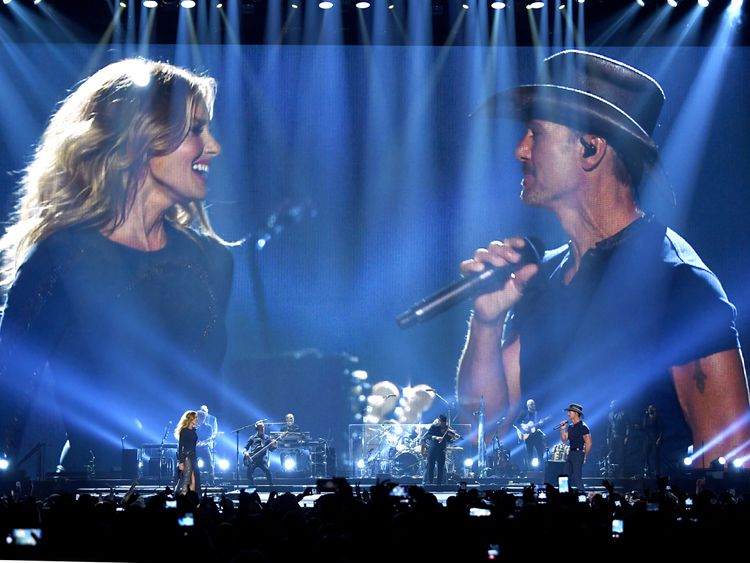 """Tim McGraw and Faith Hill perform onstage during the """"Soul2Soul"""" World Tour at Staples Center on July 14, 2017 in Los Angeles, California."""