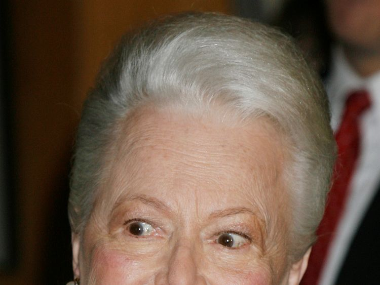 Actress Olivia de Havilland, 89, two-time Academy Award winner, arrives for the 'Academy Tribute to Olivia de Havilland' at the Academy of Motion Picture Arts & Sciences, Beverly Hills June 15, 2006. REUTERS/Fred Prouser (UNITED STATES)