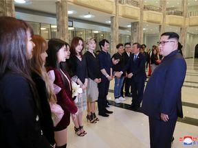 North Korean leader Kim Jong Un meets South Korean K-pop singers