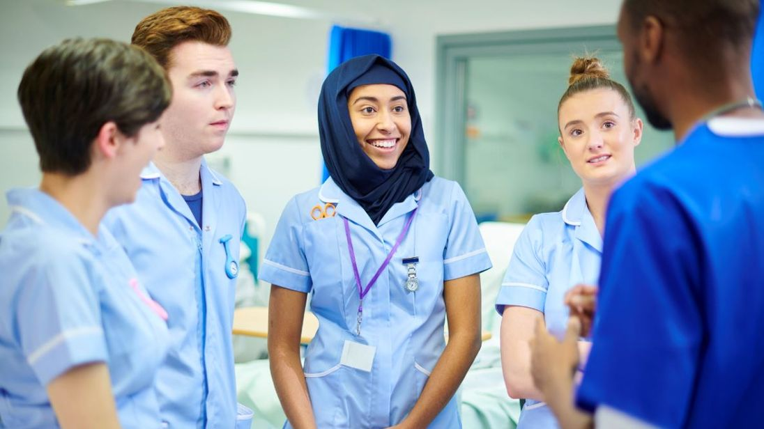 Nursing students on the ward - Stock image