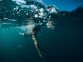Lewis Pugh is swimming in cold waters