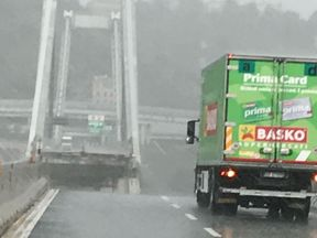 A green truck was left teetering near the edge. Pic: @belcastrotw