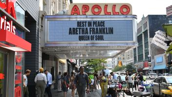 Aretha Franklin is remembered at the Apollo Theater