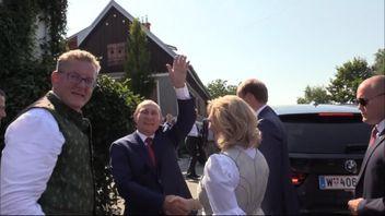 Austria's Foreign Minister Karin Kneissl dances with Russia's President Vladimir Putin at her wedding in Gamlitz, Austria,