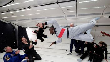 """Retired sprinter Usain Bolt, French astronaut Jean-Francois Clervoy, CEO of Novespace and French Interior designer Octave de Gaulle who designed a bottle of """"Mumm Grand Cordon Stellar"""" champagne enjoy zero gravity conditions during a flight in a specially modified Airbus Zero-G plane above Reims, France, September 12, 2018."""